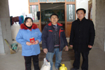 Jaysun Glove pay a visit to the needy workers